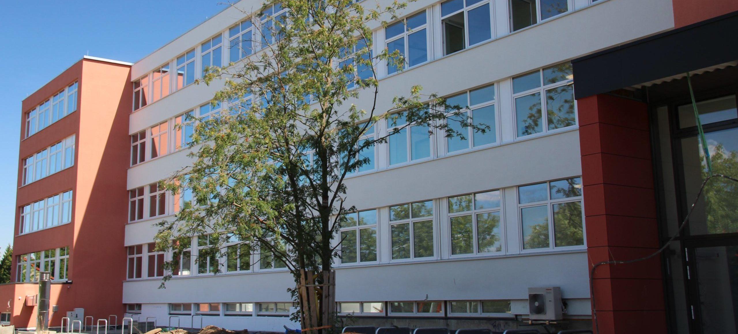 Willkommen in der Schule Höltystraße